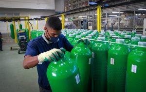 São 540 cilindros de oxigênio que começam a ser distribuídos no estado. Foto: Divulgação