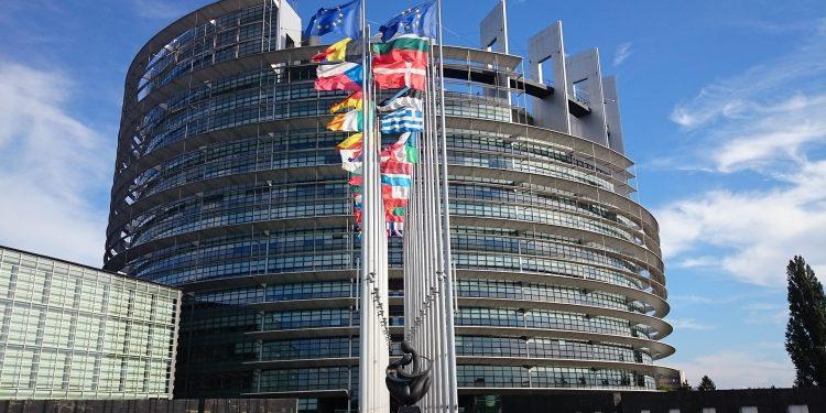 Sede do Parlamento Europeu: cansados pela 3 onda, os europeus estão mais pragmáticos e realistas Foto: Pixabay/Divulgação