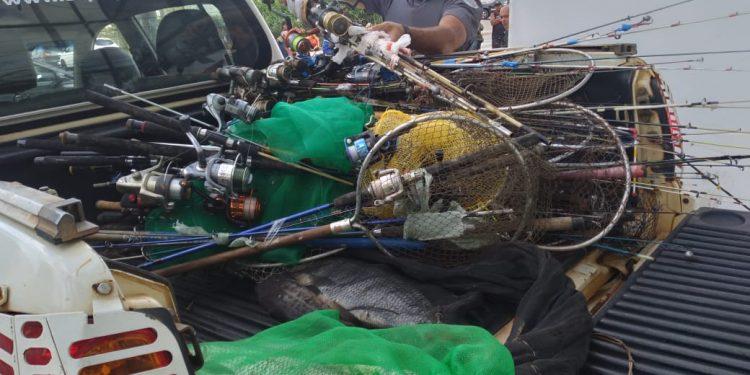 Material de pesca apreendido pela Polícia Ambiental em Americana.  Foto: Divulgação