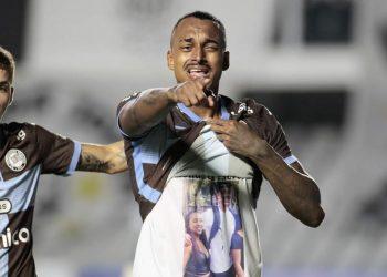 Zagueiro Raul comemora oprimeiro gol no profissioal do Corinthians com homenagem à irmã. Foto \ Rodrigo Coca SCCP