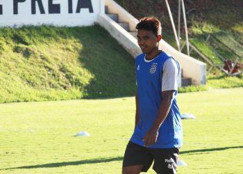 Recém-contratado, meia Renatinho teve documentação regularizada e se transformou em opção do treinador. Foto: Ponte Press/Diego Almeida