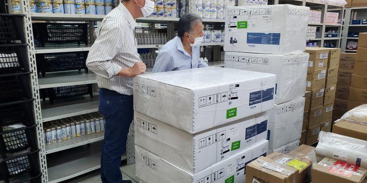 Autoridades públicas de Vinhedo vistoriam chegada de respiradores - Foto: Divulgação