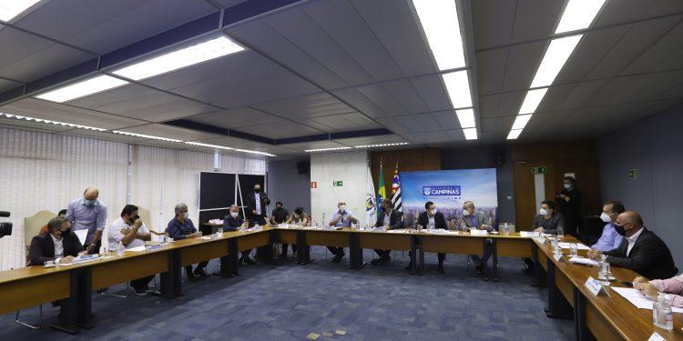 Prefeitos da RMC em reunião em Campinas: verba deverá ser destinada ao trabalho de combate a pandemia. Foto: Divulgação \ PMC