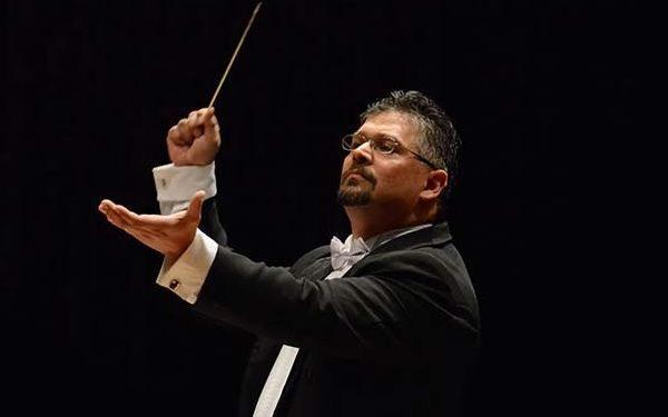 O maestro Victor Hugo Toro - Foto: Divulgação/PMC