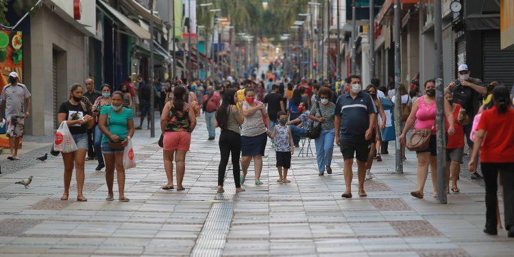 Movimento na Rua Treze de Maio, no centro de Campinas: Fase de Transição é prorrogada. Foto: Leandro Ferreira/Hora Campinas
