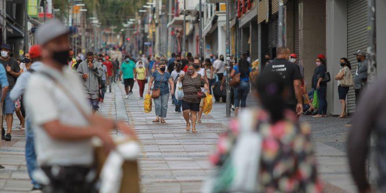 Movimento na Ra Treze de Maio, em Campinas. Prefeito faz nova mudança na Fase de Transição do Plano SP  Foto:  Ferreira/Hora Campinas