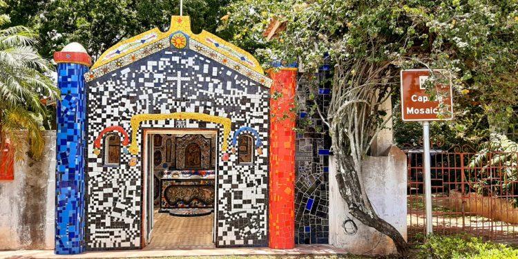 Na Serra da Mantiqueira, São Bento do Sapucaí ganha destaque no elaborado trabalho de seus artistas: capela na propriedade de Ângelo Milani - Fotos: Francisco Lima Neto