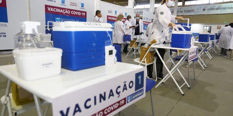 Vacinação para as pessoas de 65 anos começou em Campinas nesta quinta-feira (22). Foto: Divulgação PMC