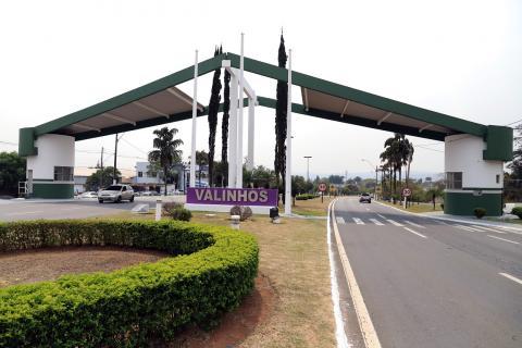 Portal de entrada da cidade de Valinhos: retorno às aulas presenciais será gradual. Foto: Dvulgação
