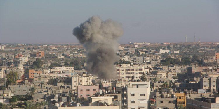 Prédio em Gaza atingido por ataque israelense em conflito anterior: Isareal alegou que o edifício também era usado pelo grupo militante islâmico Hamas Imagem: Fotos Públicas