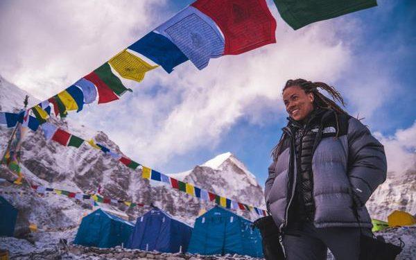 Aretha no Acampamento Base do Monte Everest. Foto: Gabriel Tarso/Divulgação
