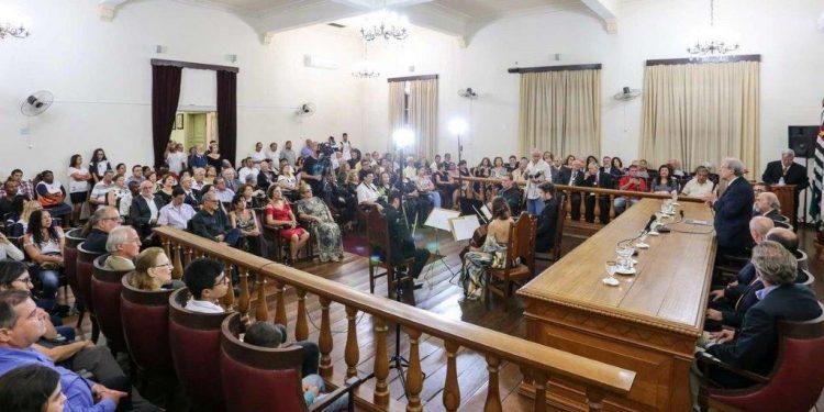 Sessão literária com o salão da ACL lotado, bem antes da pandemia: prédio icônico é referência na Rua Marechal Deodoro, Centro de Campinas Foto: Divulgação