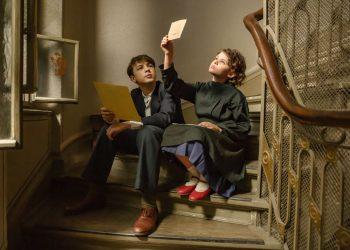 Rita Krymalowski (direita), no papel da garota Ana, protagoniza o filme, junto com o irmão Max - Foto: Divulgação