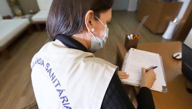 Fiscalização é realizada para verificar se estabelecimentos estão seguindo normas sanitárias - Foto: Divulgação/PMC