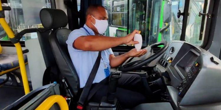Motoristas do transporte coletivo já devem ser vacinados neste sábado - Foto: Transurc/Reprodução