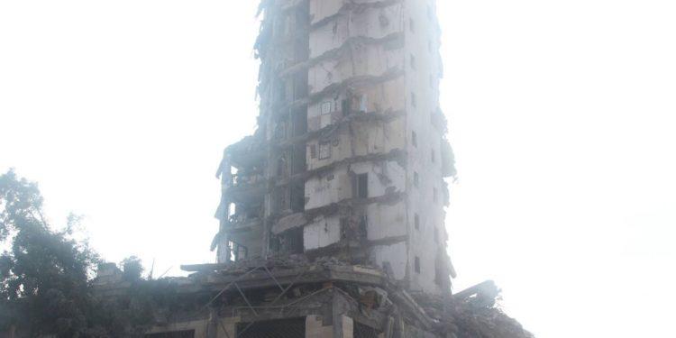 Prédio destruído em bombardeio em conflito anterior: ataques mútuos deixam dezenas de vítimas, principalmente civis num lugar onde não reina a paz Foto: Arquivo