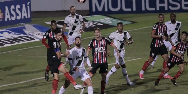 Ponte Preta e Botafogo ficaram no empate por 0 a 0, mas Macaca levou a vaga nos pênaltis - Foto: Leandro Ferreira/Hora Campinas
