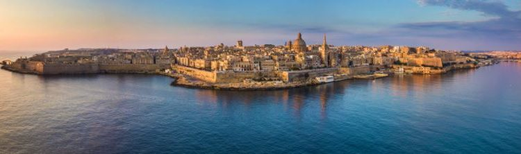Bela e elegante Malta no Mediterrâneo, muito apreciada pelos turistas: a partir de julho, o uso da máscara poderá deixar de ser obrigatório, se o número de contágios permanecer baixo Foto: Divulgação
