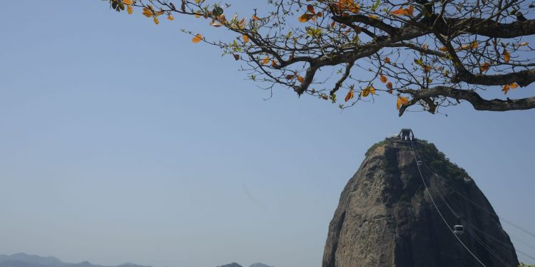 O complexo do Pão de Açúcar e seu icônico Bondinho formam uma das mais apreciadas imagens do mundo: inovação tecnológica fez dele o primeiro teleférico das Américas Foto: Tânia Rêgo/Agência Brasil