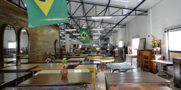 Vista da área de móveis restaurados do Bazar da Sobrapar: local de compras, passeio, memórias, empatia e ajuda - Fotos: Kátia Camargo
