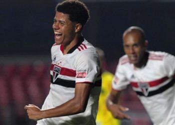 Gabriel Sara vibra após anotar o seu na goleada sobre o Mirassol na noite deste domingo no Morumbi Foto: Facebook/Divulgação