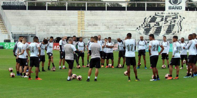 Time durante treinamento  recebe orientações antes do jogo contra o Botafogo - Foto: Ponte Press/DiegoAlmeida