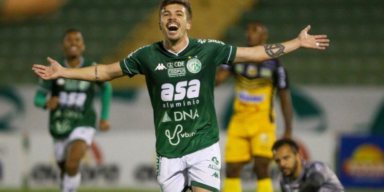 Júlio César comemora o segundo gol do Guarani, logo no início da etapa final. Foto: Thomaz Marostegan/Guarani FC