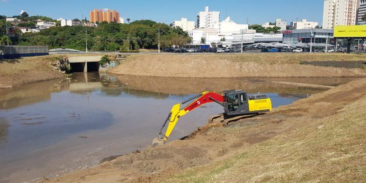 Piscinão tem de passar por limpeza para aumentar sua capacidade de 130 milhões, para 270 milhões litros de água. Foto: Leandro Ferreira/Hora Campinas