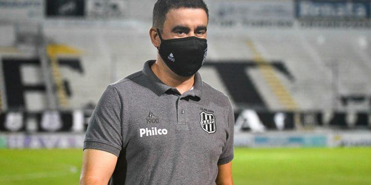 O técnico Fabinho Moreno: críticas à arbitragem - Fotos: Ponte Press/Álvaro Jr.