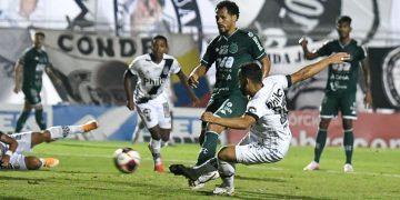 Lance do primeiro gol da Ponte Preta: Moisés foi o grande destaque da partida - Foto: PontePress/Álvaro Jr.