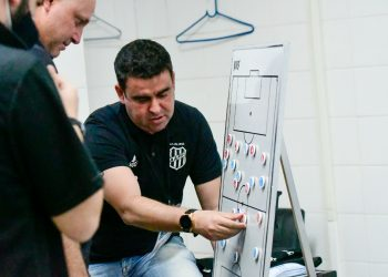 A postura da equipe diante de uma situação adversa preocupa Fabinho Moreno. Foto: Ponte Press/Álvaro Jr.