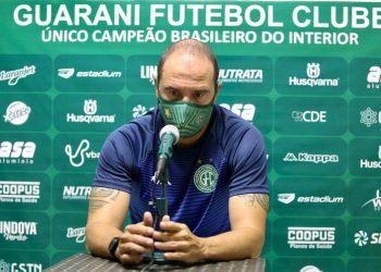 "Allan Aal, técnico do Guarani, em coletiva após o jogo contra o Mirassol: ""Pênalti a questão é muito emocional"" - Foto: Thomaz Marostegan/Guarani FC"