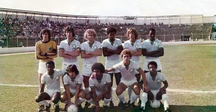 Mavile, quando atuava nas categorias de base do Guarani, é o segundo em pé (da dir. para a esq.): sem medalha nem homenagens pelo título brasileiro de 1978. Foto: Divulgação