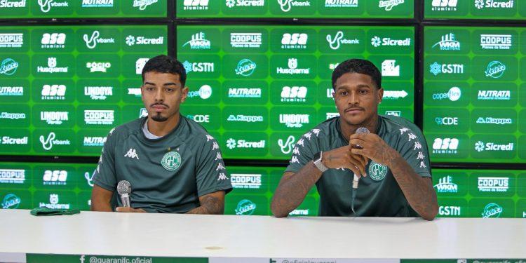 Bidu (à esq.) e Rodrigo Andrade pediram desculpas pela confusão em campo. Foto: Thomaz Marostegan/Guarani FC