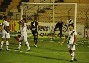 Lance do segundo gol do Novorizontino sobre a Ponte Preta, na final do Troféu do Interior. Guilherme Videira/Grêmio Novorizontino