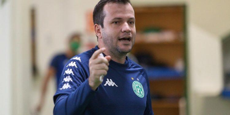 O técnico Daniel Paulista estará no comando do Bugre na partida desta sexta (28). Foto: Thomaz Marostegan/Guarani FC