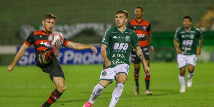 O Vitória abriu o placar logo no primeiro lance de perigo da partida no Brinco. Foto: Thomaz Marostegan/Guarani FC