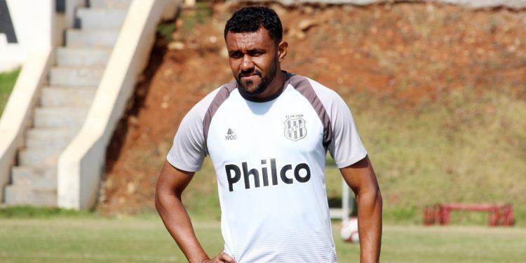 Sem atuar desde o primeiro jogo da temporada, o zagueiro Ednei deve ser titular contra o Brusque. Foto: Ponte Press/DiegoAlmeida