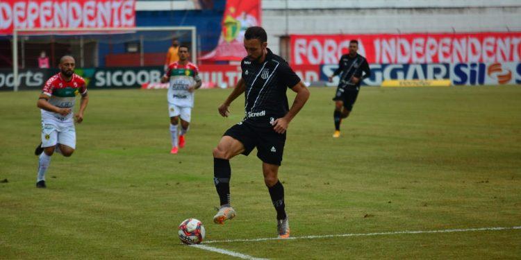 O atacante pontepretano Paulo Sérgio durante a partida contra o Brusque. Foto: JeffersonAlves/Brusque