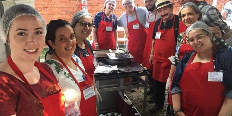 Voluntários da Casa da Criança Paralítica em evento antes da pandemia - Foto: Arquivo pessoal