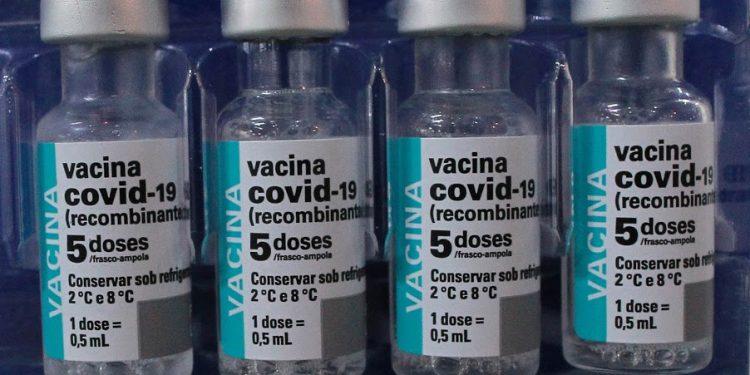 Vacina da AstraZeneca contra a Covid: pacientes oncológicos precisam de laudo médico para se vacinar. Foto: Leandro Ferreira/Hora Campinas