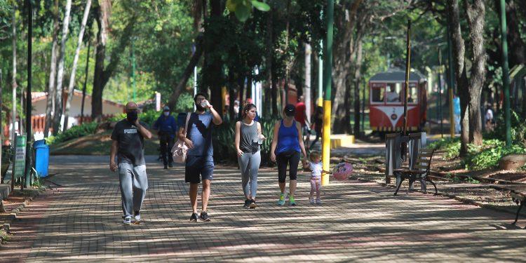 As pessoas devem evitar exercícios físicos e trabalhos ao ar livre entre 10 e 16h, além de aglomeração em ambiente fechado; Foto: Leandro Ferreira \ Hora Campinas