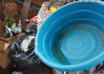 Medida contra a dengue:  é preciso remover latas, pneus e outros objetos que possam acumular água - Foto: Leandro Ferreira/Hora Campinas
