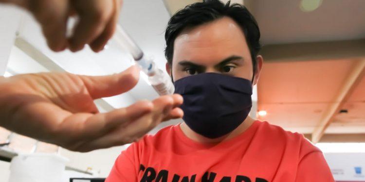Leonardo Gonçalves, que iniciou hoje o processo de imunização: pensando na volta ao futebol. Fotos e Vídeo \ Leandro Ferreira \ Hora Campinas