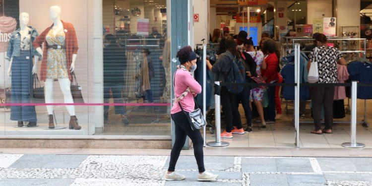 Flexibilização das medidas de restrição contribui para a retomada dos postos de trabalho. Foto: Rovena Rosa/Agência Brasil