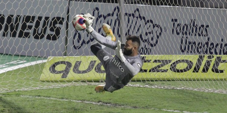 O goleiro Ygor Vinhas, que defendeu três pênaltis nas duas decisões - Foto: Leandro Ferreira/Hora Campinas