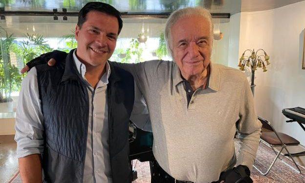 Daniel Boaventura e o maestro João Carlos Martins - Foto: Divulgação