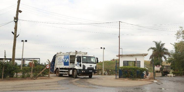 Caminhão no aterro sanitário em Campinas: consulta pública. Foto. Leandro Ferreira \ Hora Campinas