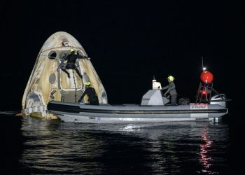 Equipe de suporte trabalha no resgate da SpaceX. Foto:  NASA/Bill Ingalls