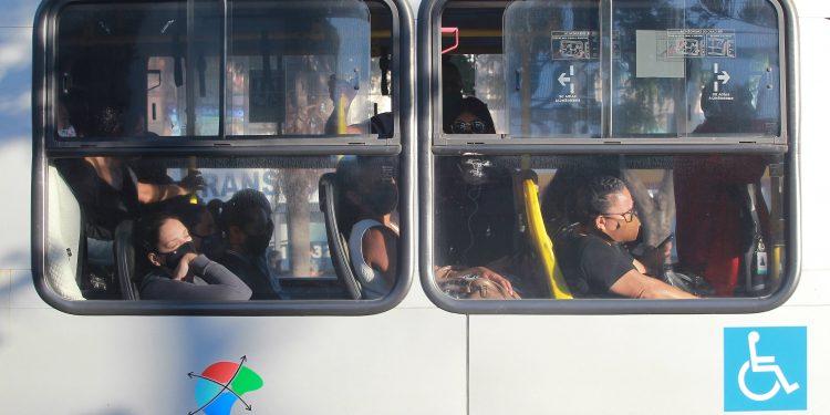 Passageiros em ônibus do sistema opúblico de transporte em Campinas. Fotos: Leandro Ferreira \ Hora Campinas